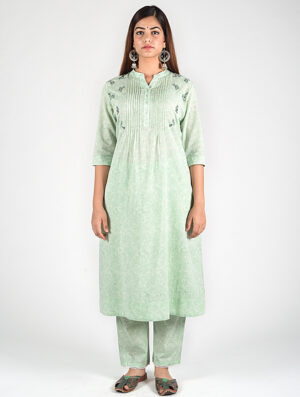 Dharan-Mint-Green-Floral-Embroidery-Pintuck-Kurta